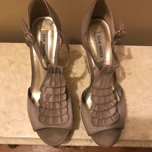 Steve Madden Taupe Ruffle Wedges, Size: 10